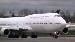 747-8I Takeoff