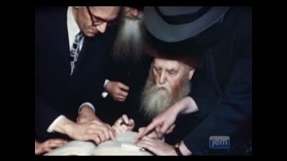 The Previous Rebbe Accepts US Citizenship