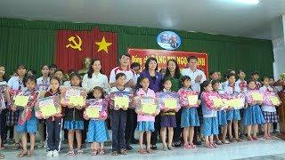 Phó Chủ tịch nước Đặng Thị Ngọc Thịnh tặng quà Tết người nghèo, học sinh nghèo tỉnh Vĩnh Long