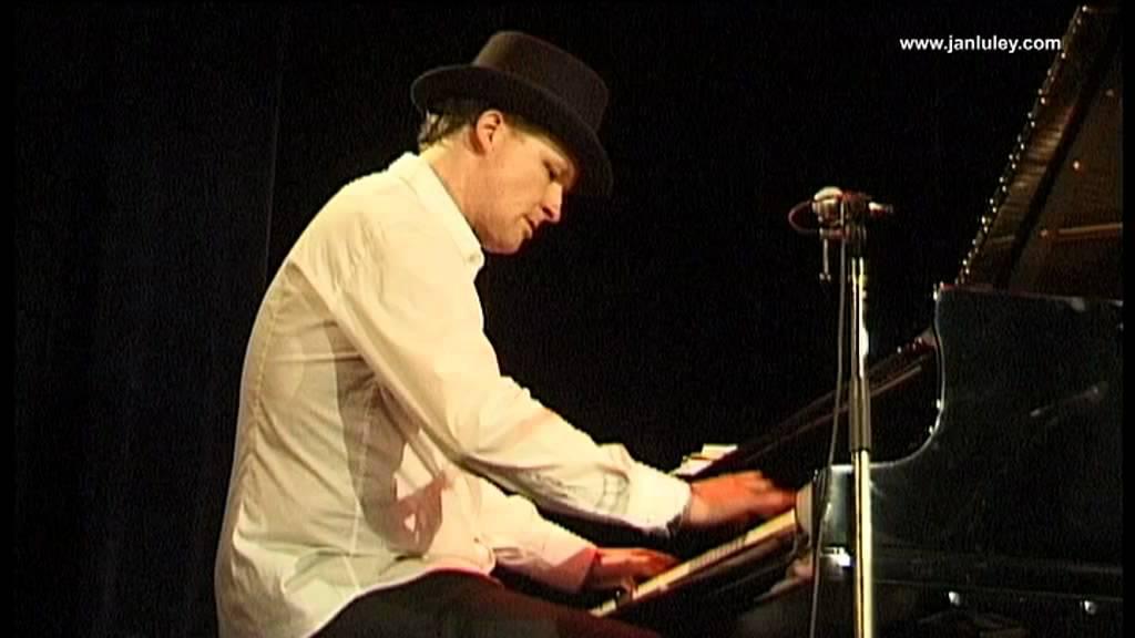 Jan Luley plays