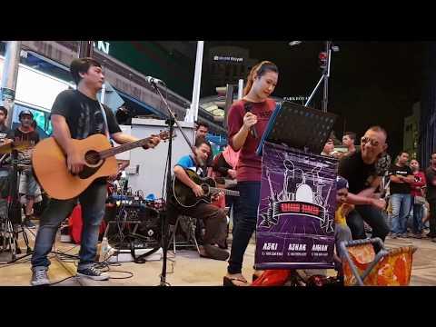BERLAYAR TAK BERTEPIAN-Nurul feat Redeem buskers cover Ella,tarik macam ella