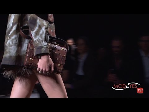 VALENTINO – SPRING SUMMER 2016 –  PARIS FASHION SHOW by Modeyes TV