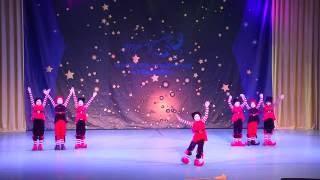 """Веселый детский танец """"Гномы"""". Дети танцуют на сцене на фестивале Мистерия танца"""