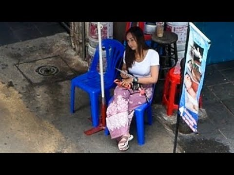 Download A Day in Silom Bangkok 2018 - VLOG 53