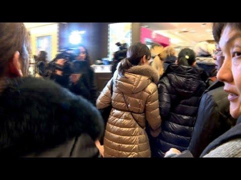 Paris: Lancement Des Soldes D'hiver