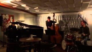 Trio de Dan Hewson