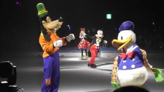 ディズニー・オン・アイス 2017年より、ミッキーとミニーが物語の案内を...