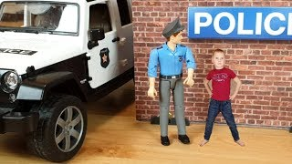 Машинки мультики для мальчиков Сеня играет в полицейские и пожарные машины и в скорую помощь