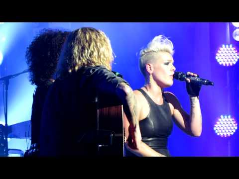 P!NK LIVE AND INTIMATE @ THE FORUM MELBOURNE DEAR MR. PRESIDENT