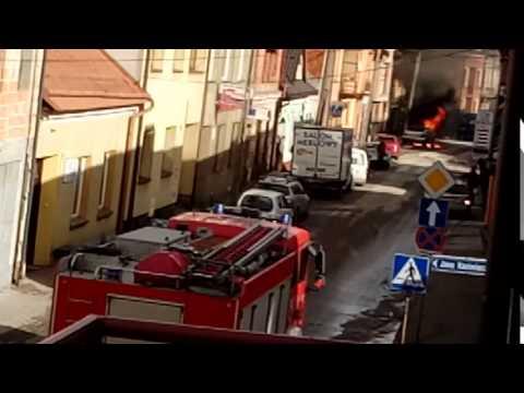 Nowy Targ. Płonący samochód na ul.Krasińskiego