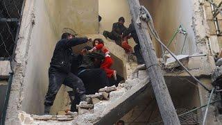 هيومن رايتس ووتش تدين استخدام نظام الأسد للبراميل المتفجرة
