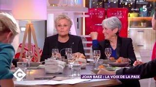 Joan Baez et Muriel Robin au dîner - C à Vous - 20/02/2018