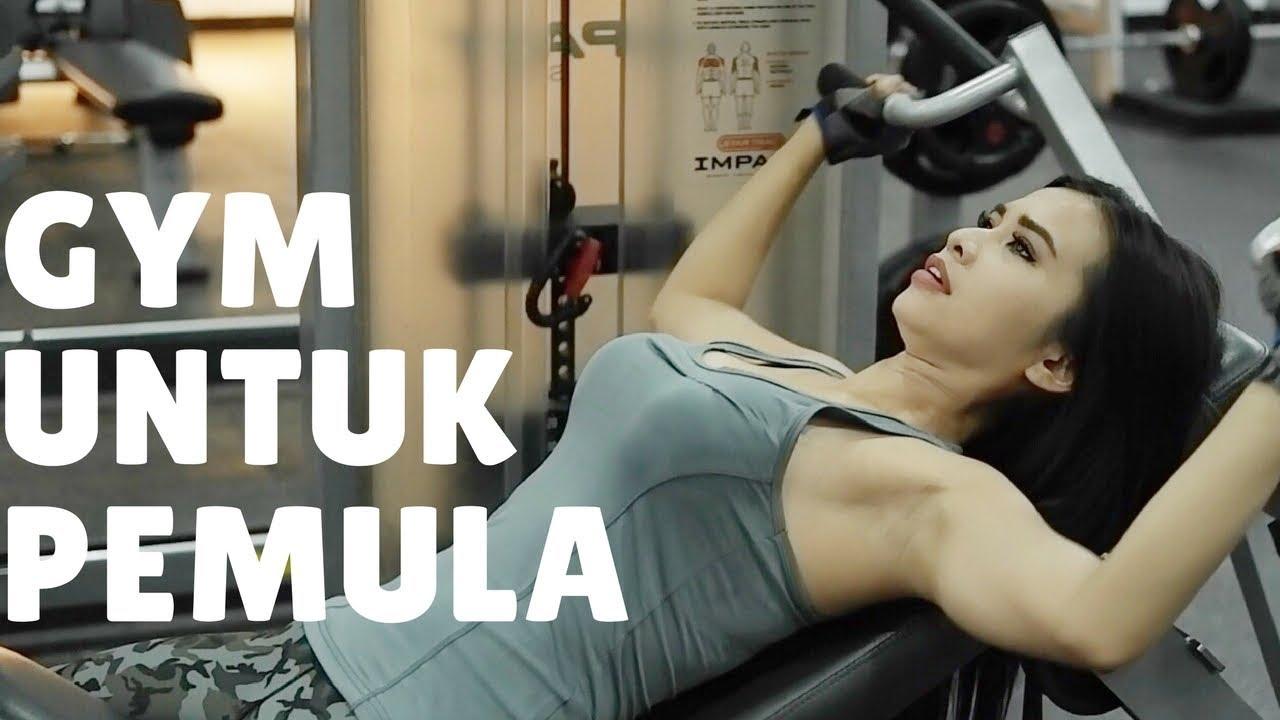 Bagaimana sebaiknya jadwal latihan gym saya untuk membentuk tubuh bagian bawah dan atas?