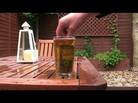 Nokia 3720 Classic - Test in boccale di birra