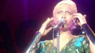Erykah Badu - 20 Feet Tall / Out My Mind, Just In Time (Live Rio - 28/08/10)