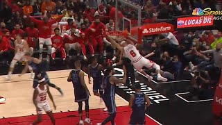 Alex Caruso shocks his teammates and Bulls announcers with this play 😲
