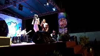 Bermesraan di panggung
