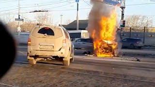 В массовом ДТП сгорела машина