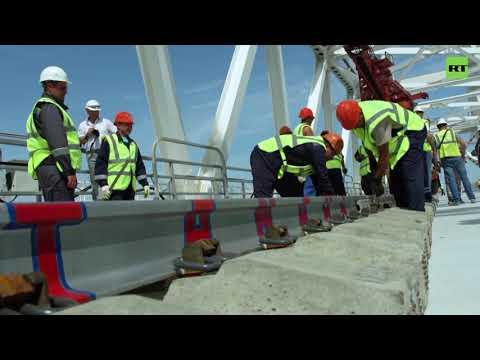 На Крымском мосту завершили строительство первого железнодорожного пути
