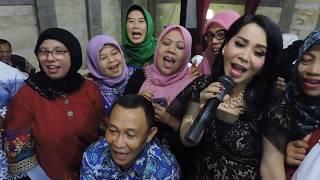 vuclip Indonesia Brebes Story : Penyanyi Tahun 80-an-Iis Sugianto,Mampir Ke Brebes.