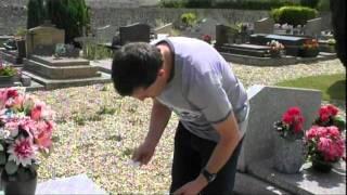 Tombe de Bourvil au cimetière de  Montainville