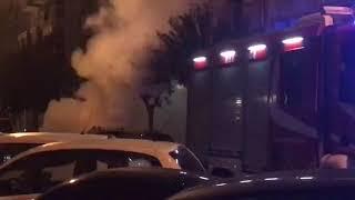 Auto in fiamme nella notte in via Nitti (Video Francesco Manfuso)