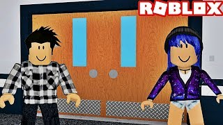THE SECRET DOOR! Roblox Hmm...
