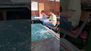 Типічний урок трудового навчання в нашомі класі)))