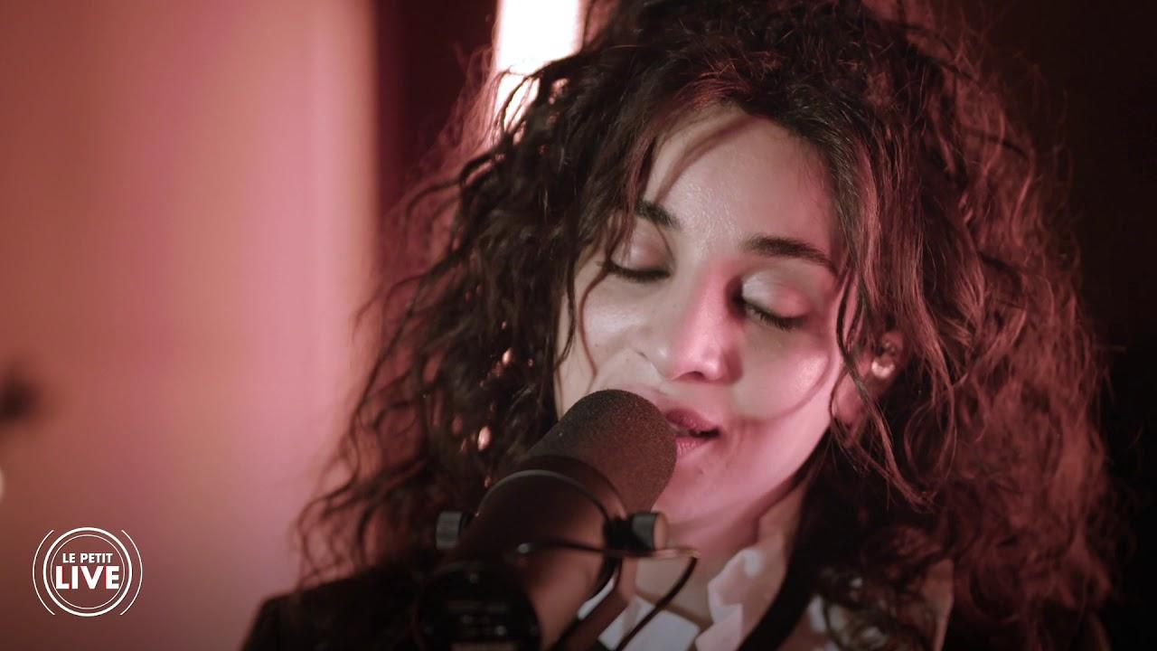 """Le Petit Live : en studio avec Camélia Jordana pour """"Facile"""""""