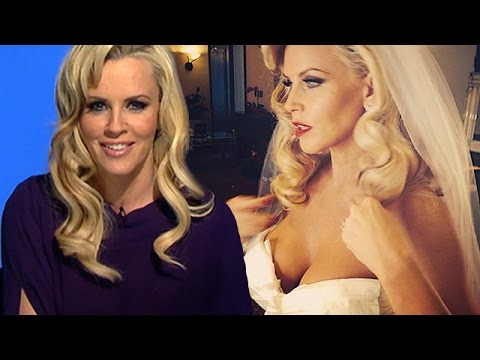 "Jenny McCarthy Talks Married Life With Donnie Wahlberg, Tossing Her ""400 Vibrators"" 