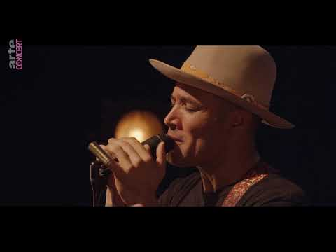 Ben Harper & Charlie Musselwhite  -   I`m In I`m Out And I`m Gone