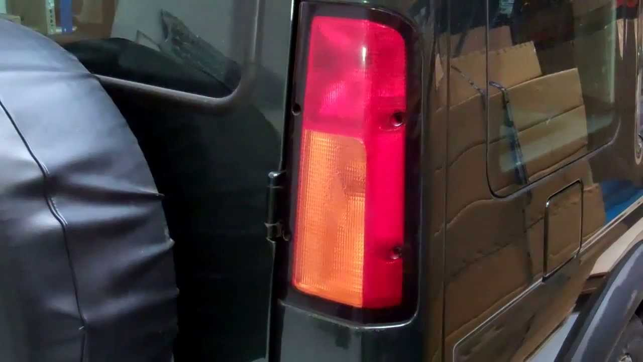 how to change bulbs remove rear lights on land rover discovery 2 youtube [ 1280 x 720 Pixel ]
