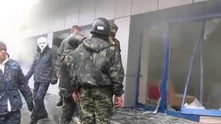 Штурмовики правого сектора захватывают завод Nemiroff в Винницкой области.(Вооруженные люди бьют стекла здания управления завода, жестоко избивают охрану и руководителей, забрасыва..., 2014-03-19T20:13:29.000Z)