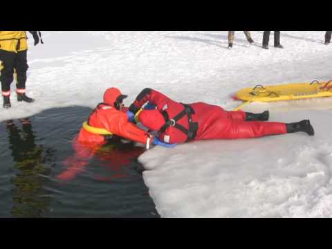 Fly team exercise - Surface Ice Water Rescue class