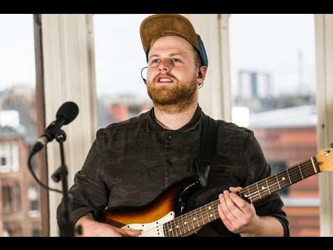 Tom Walker - 'Fly Away With Me', 'Sun Goes Down' - Tenement TV