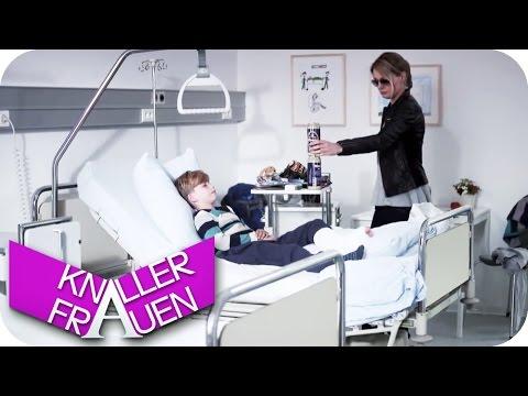 Krankenbesuch & Schön lockig... - Knallerfrauen mit Martina Hill | Die 3. Staffel in SAT.1