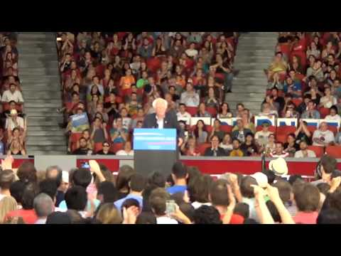 Bernie Sanders excites crowd in Houston, Texas