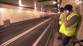 F1 2012 - Red Bull Racing - Coulthard demo in New York - Driving in the Lincoln Tunnel at 190 mph
