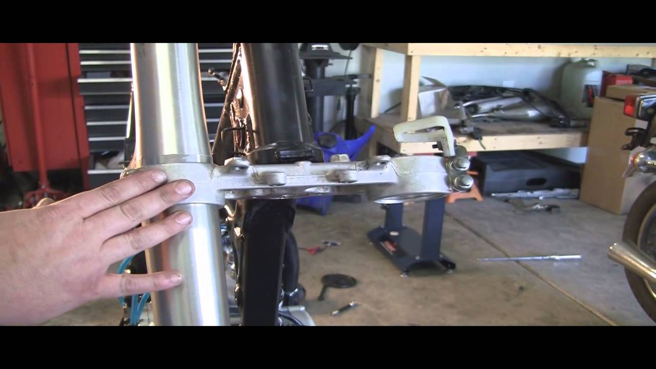 YZ125 Part 27: 2 Stroke Installing Front Forks & Front Wheel