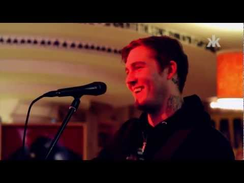 The Gaslight Anthem im Ramones Musesum (Brian Fallon mit exklusiven Akkustik-Set)