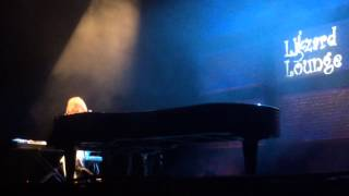 TORI AMOS - I TOUCH MYSELF (DIVINYLS LIVE COVER)