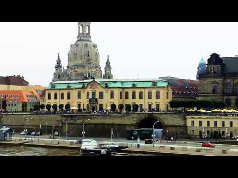 Der Fluss Elbe bei Dresden auf der FriedrichAugustBrücke river elbe  dresden