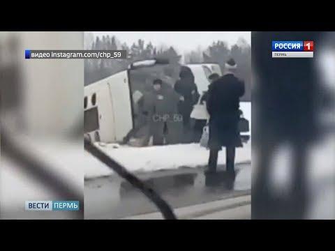 В вылетевшем с дороги автобусе находилось 17 человек