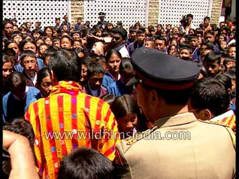 King Jigme Singye Wangchuck meets school students in Bhutan