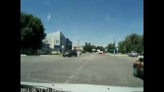 INFINITI FX Н100ЕТ 161RUS гоняет по встречке в Каменске