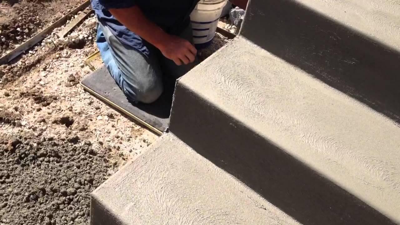 Finishing concrete steps