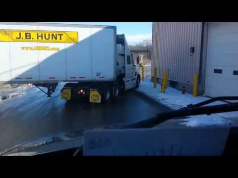 JB Hunt driver parking the semi