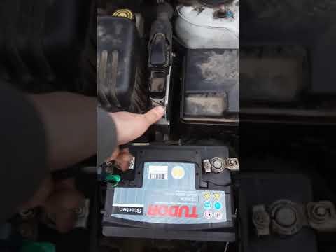 Замена аккумулятора на Hyundai Elantra. Что может натворить автосервис!