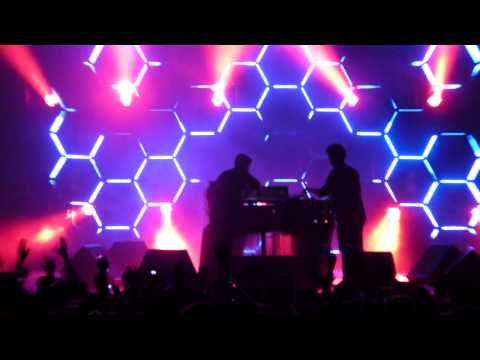 SIMIAN MOBILE DISCO - AUDACITY OF HUGER - LIVE @ HARD WEEKEND / FOX THEATER OAKLAND 3.11.11