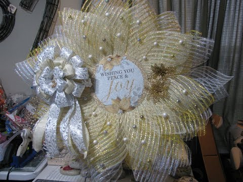 Carmen's 2019,  part one, White, Gold and silver.  Wishing you, Peace and Joy. Christmas Wreath